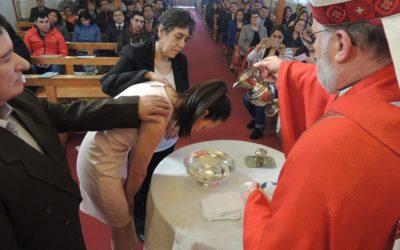 Jóvenes recibieron los sacramentos de la iniciación cristiana