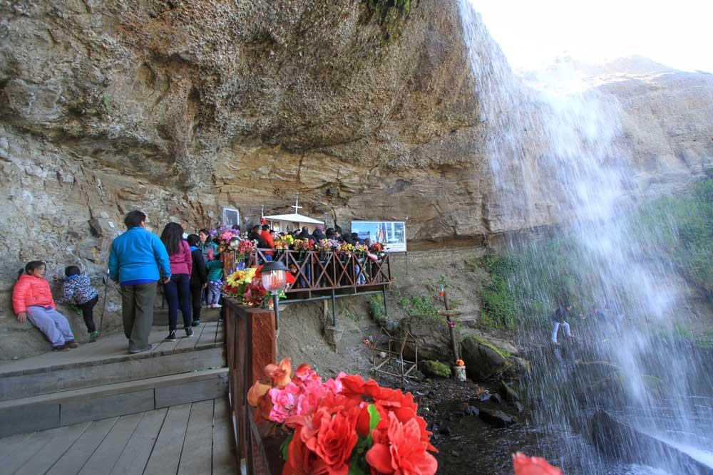 Peregrinación gruta natural Virgen de Montserrat de Río Verde