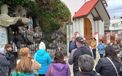 Comunidad de catedral se reúne a orar frente a imagen de la gruta de Lourdes