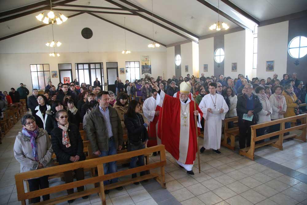 Misa de reparación por incendio  en parroquia Santa Teresa de los Andes