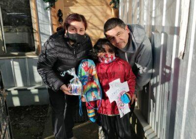 Francisco de 5 años junto a sus padres Lorena Medina y Juan Carlos Águila