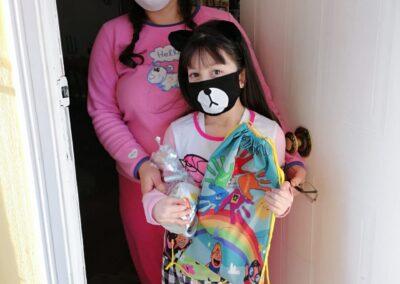 Martina Reyes de 9 años junto a su tía Francesca Vidal que tuvo su primer encuentro con Cevas.