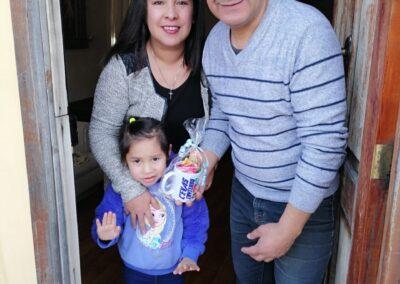 Isabella de 4 años con sus padres Yamilet Salvador y Manuel Ruiz