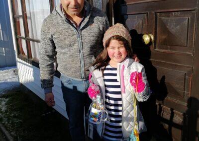 María Fernanda de 6 años junto a su papá Luis Cárcamo.