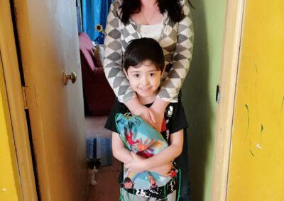Felipe Mancilla de 7 años junto a su mamá Sandra Hernández.
