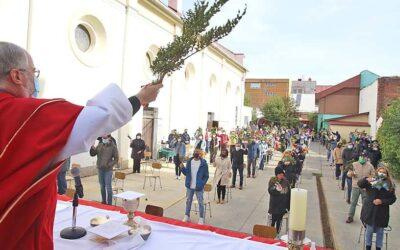 CON MISA AL AIRE LIBRE SE CELEBRÓ EL DOMINGO DE RAMOS EN LA CATEDRAL DE PUNTA ARENAS