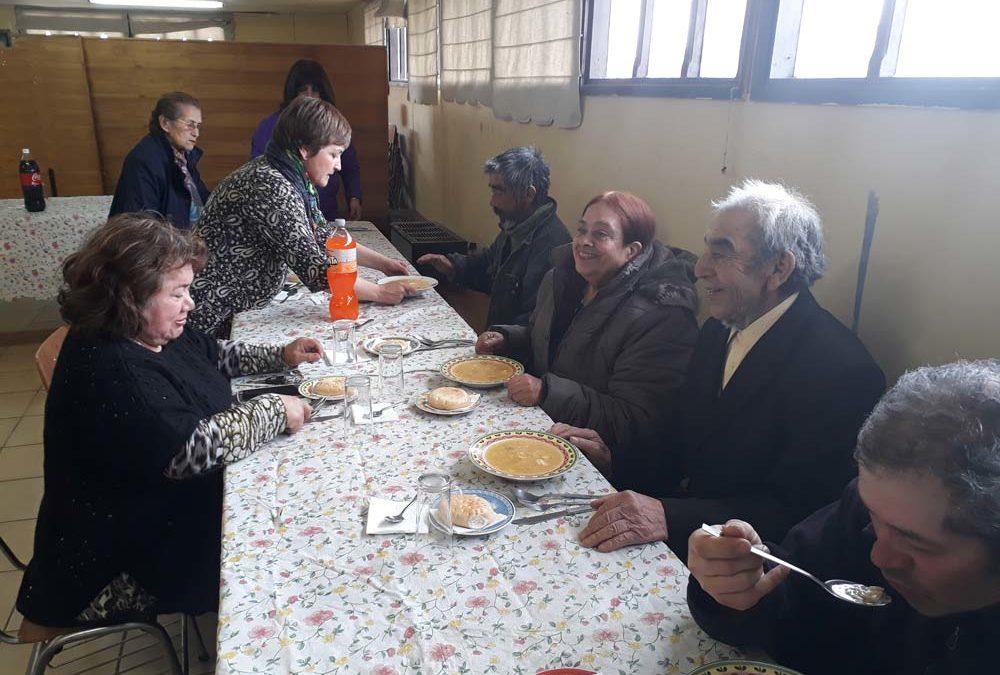 Almuerzo solidario en la parroquia Santa Teresa de los Andes