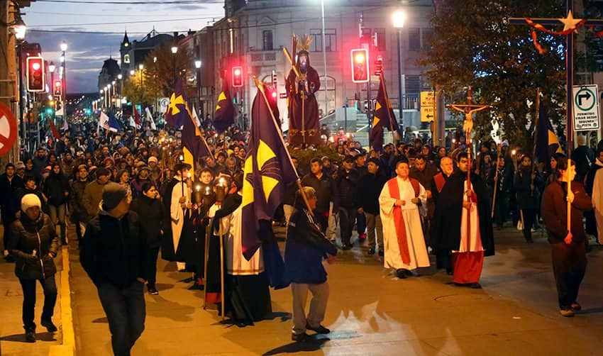 Vía Crucis en Punta Arenas: Cientos  de fieles acompañaron a Jesús