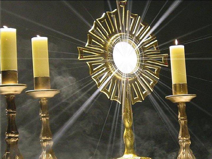 Adoración eucarística en Parroquia Catedral